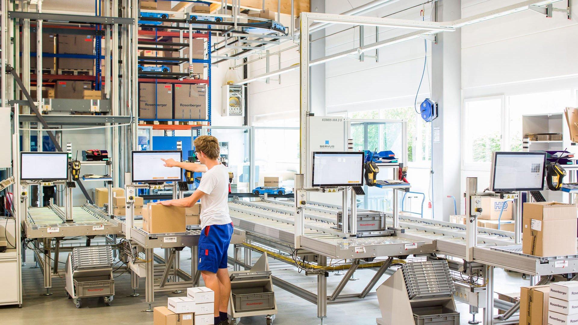 Kommissionierung im Automatischen Kleinteilelager von Rosenberger
